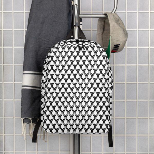 antony yorck rucksack fashion brand logo grid schwarz weiss extra fach laptop notebook 15 zoll plus geheimfach wasserfest ansicht front an der garderobe 5E85BEA19FA2C