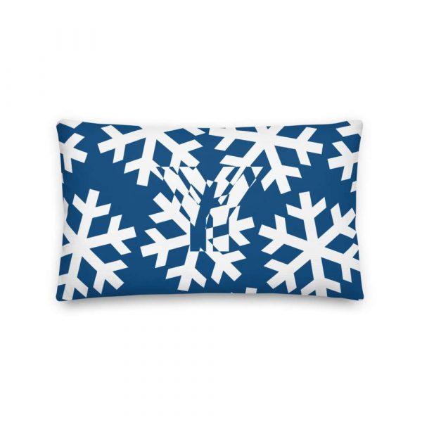 Sofakissen Schneeflocke weiß auf blau 3 mockup 8a66b654
