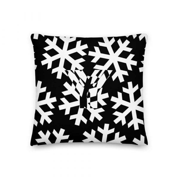 Sofakissen Schneeflocke weiß auf schwarz 1 mockup f8a91fc8