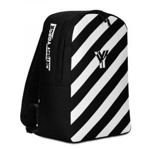 Laptoprucksack von Antony Yorck - ein Rucksack mit Laptopfach für ein 15 zoll Laptop und Geheimfach auf der Rückseite. Der Designer Rucksack ist schwarz weiss schräg gestreift.