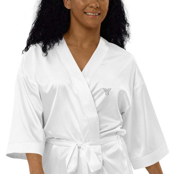 Bademantel-satin-robe-white-zoomed-in-615ae6a6c5cc8.jpg